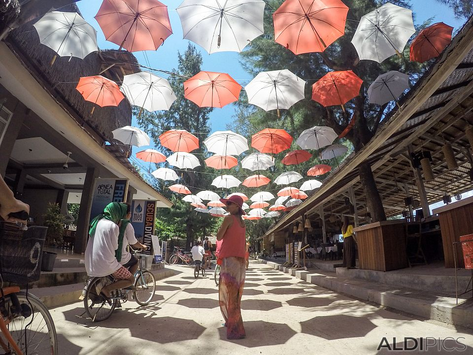 Through the streets of Gili Trawangan