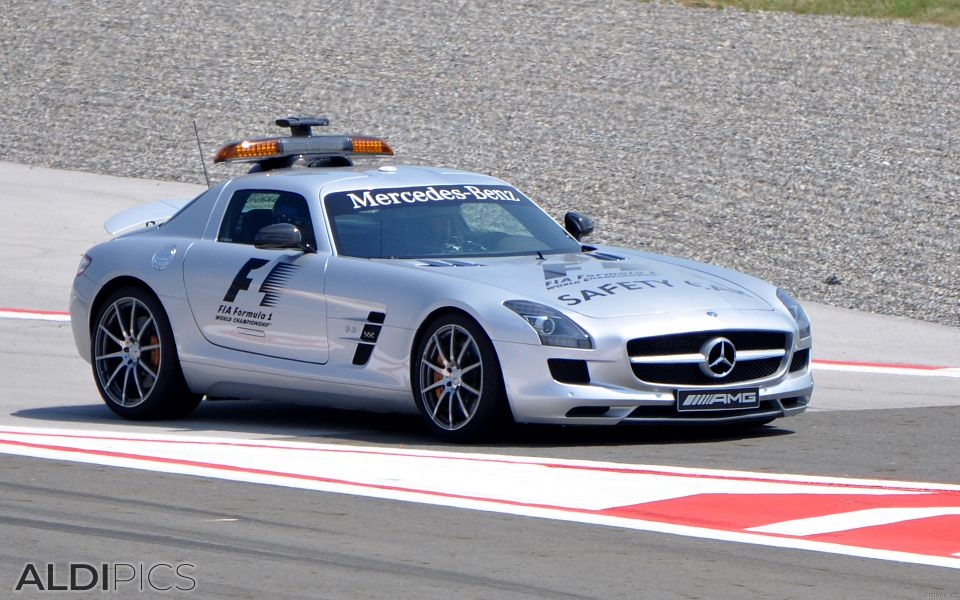 F1 Safety car