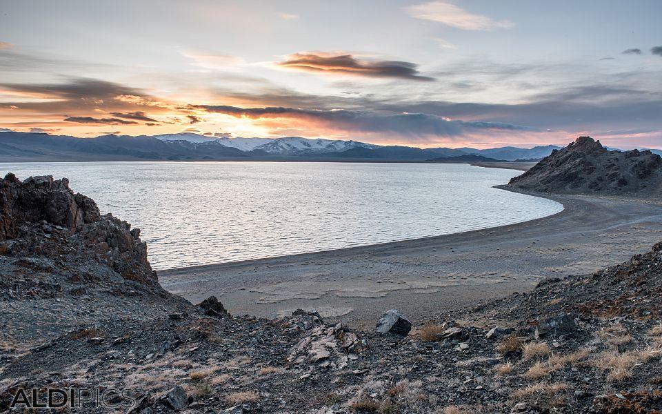 Езерото Толбо-Нуур