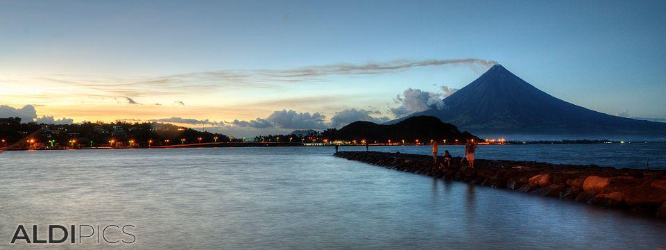 Sunset over the Legazpi city