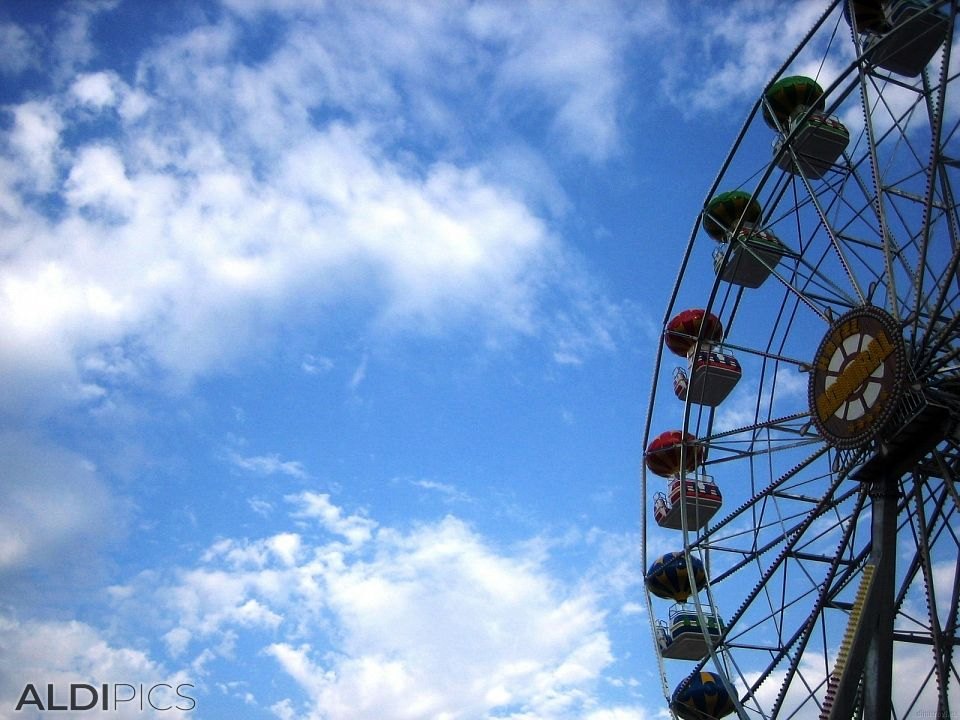 Ferris wheel on the Golden Sands