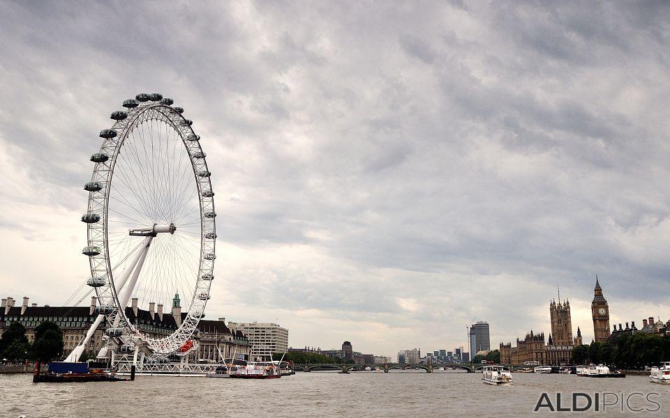 С кораб по Река Темза