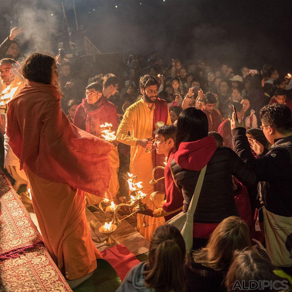 Огнената церемония