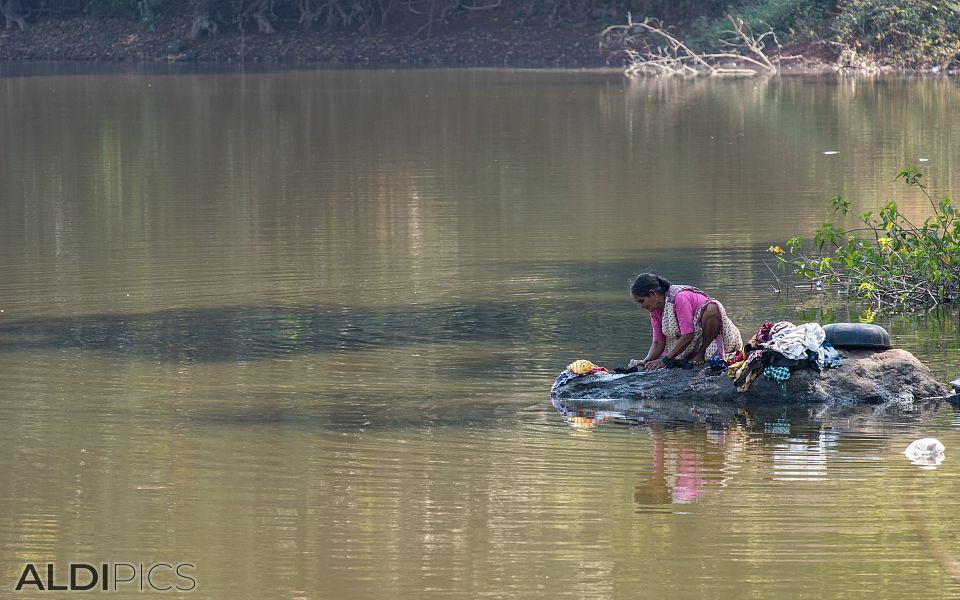 Пране в езерото