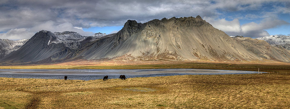 Mountains in western Iceland